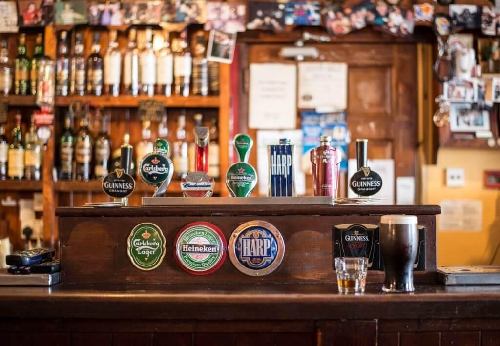 Den engelska puben nere på stan.
